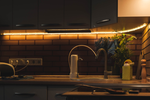 LED strip with base in kitchen with warm lighting